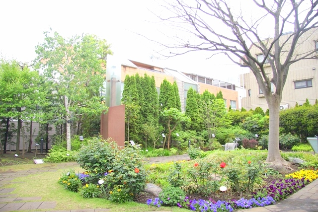 五反田にある小さな庭園「ねむの木の庭」