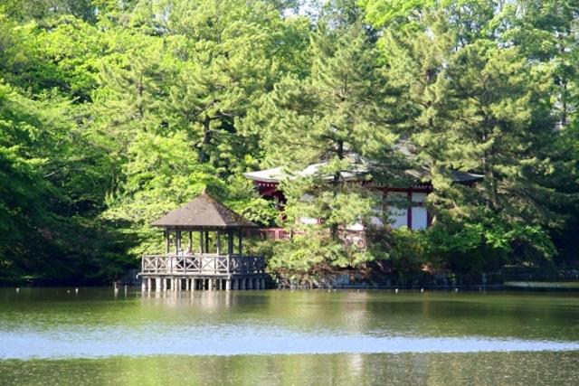 石神井公園、三宝寺池に浮かぶ厳島神社