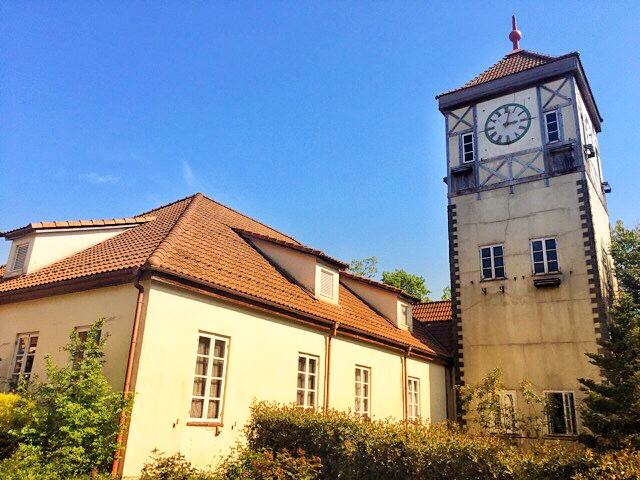 ブルーメの丘、時計台の売店では、オリジナル商品などのお土産が販売されています。