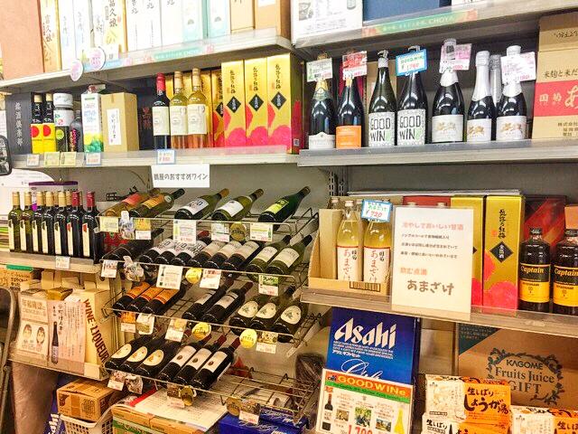 鶴屋さんでは、ワインやビールなども 販売。お中元やお歳暮にも対応されています。
