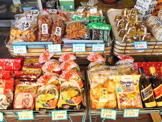 鶴屋さんでは、おかきやゼリーも販売。