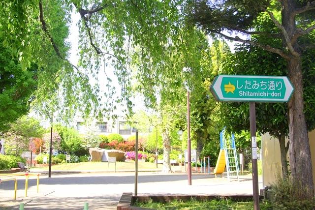 小泉牧場は西武池袋線の大泉学園駅北口より、徒歩約10分程度。練馬区立 大泉中島公園(旧大泉村役場跡)からすぐ。