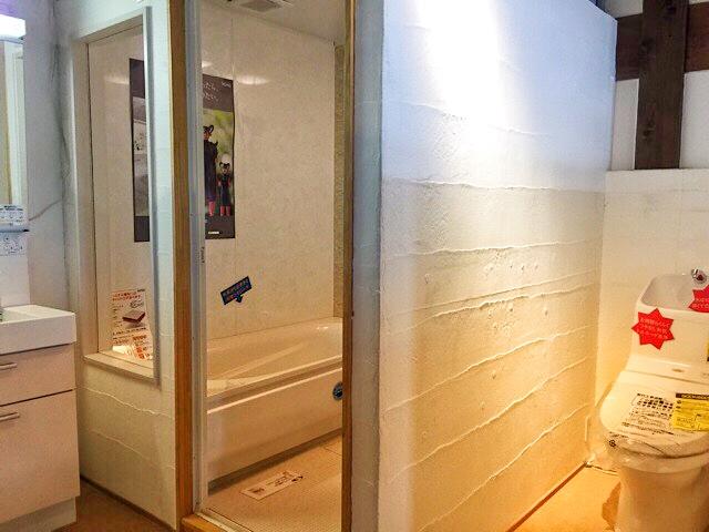 小林工務店、もくもく堂内の洗面所、トイレ等の壁は漆喰で落ち着きます♪