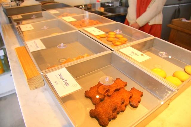 ポンポンパントリーに並ぶ焼き菓子