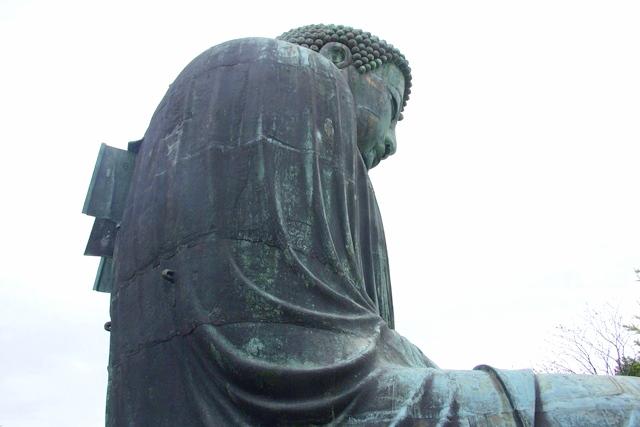 鎌倉大仏像の横