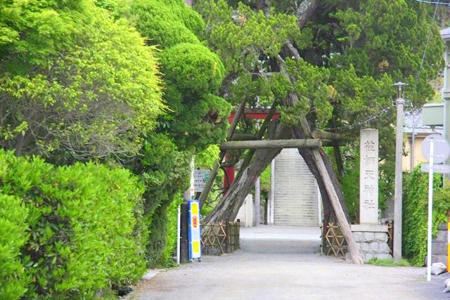 大蔵幕府跡近くの荏柄天神社