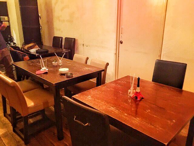 House Bar MUSEのテーブル席