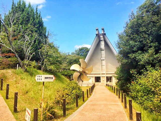左が大山祇神社宝物館・右が大三島海事博物館