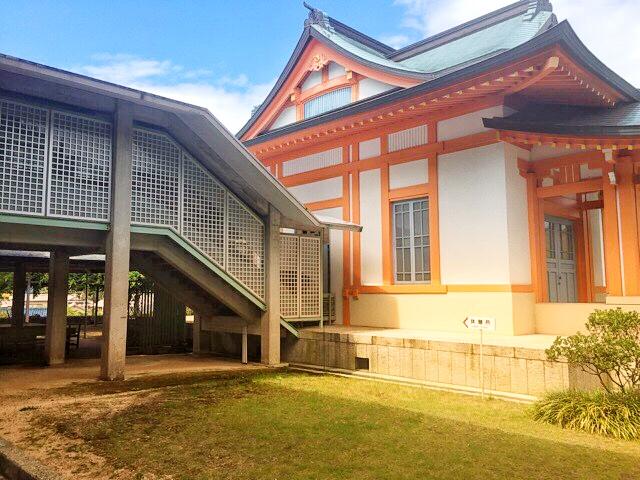 大山祇神社、海事博物館手前にある休憩所とトイレ