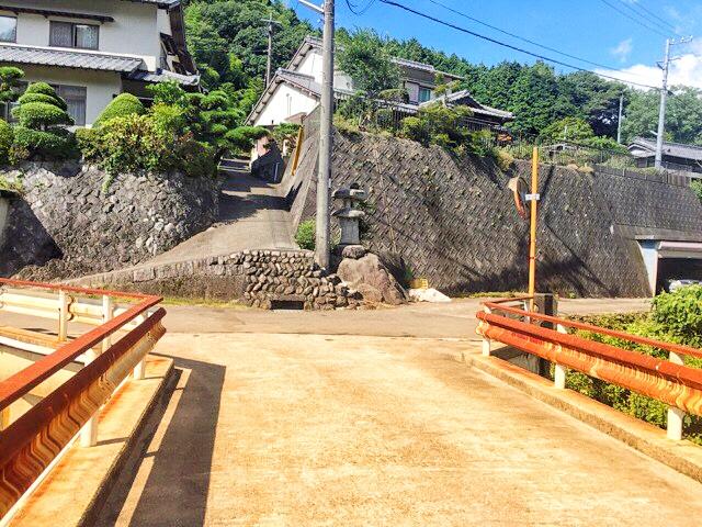 新田神社手前にある日浦橋