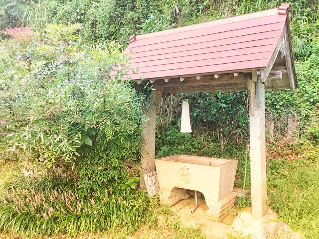 両新田神社の手水舎