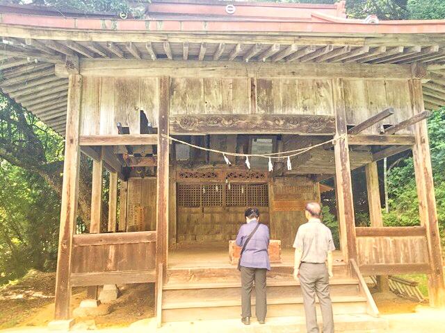 両新田神社の拝殿
