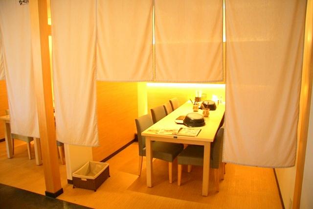 なべいちの半個室は大人数のグループで利用可能