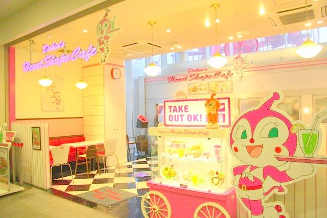神戸アンパンマンミュージアム&モール内、ドキンちゃんのカフェ「ドキンズハートシェイプカフェ」