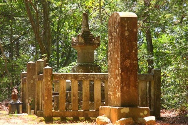 村上義光の墓へ