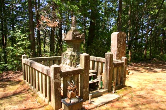 村上義光公の墓