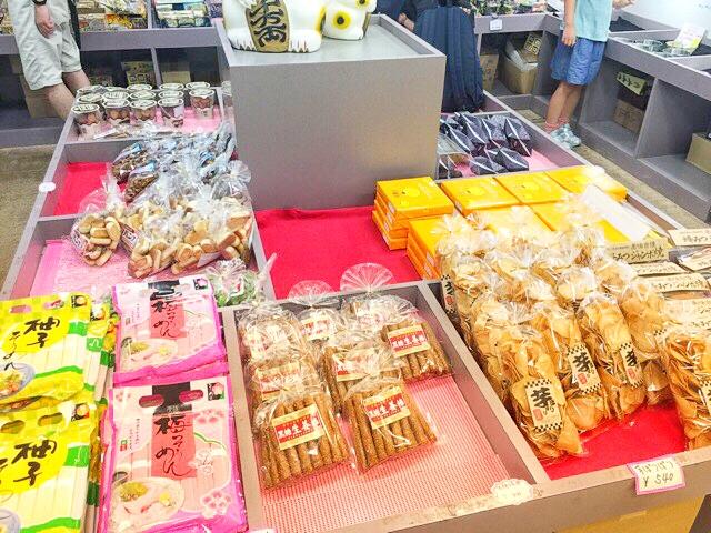 小原洞窟売店のお菓子