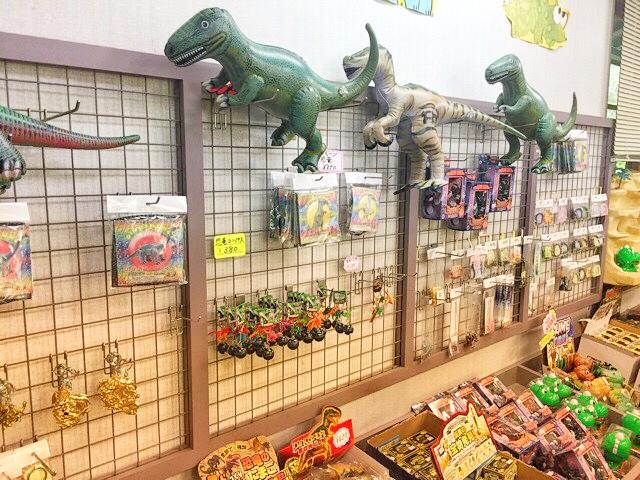 小原洞窟売店の恐竜土産