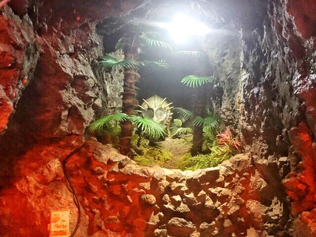 小原洞窟内には恐竜が沢山!