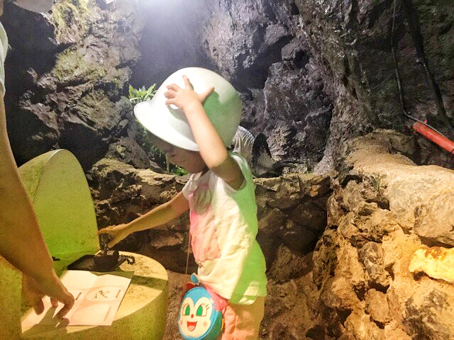 小原洞窟内でスタンプラリー