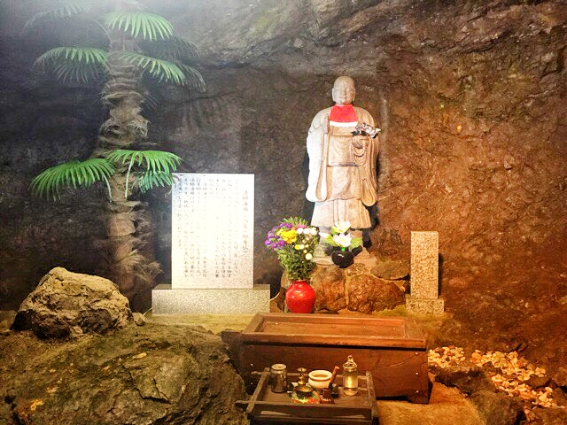 小原洞窟内の法師海順