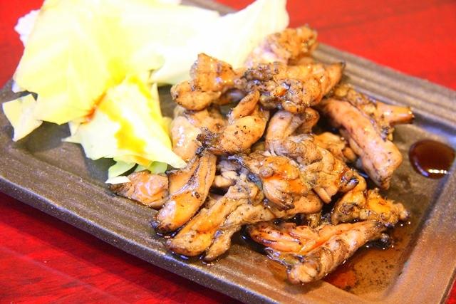 鶏飛人の炭火炙り焼き