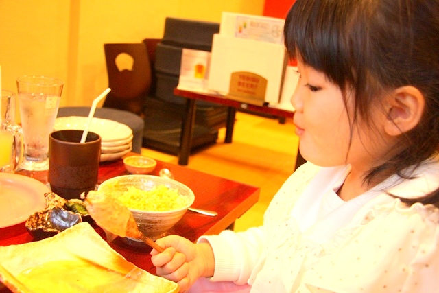 鶏飛人のつくねは食べやすいので、子供にも人気!