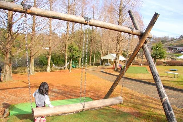 サバーファームにある木のブランコ