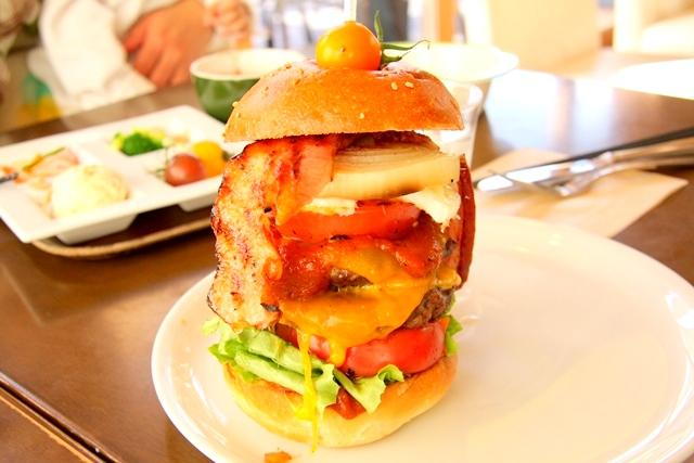 モクモクファームの「とまとcafe」名物のハンバーガー