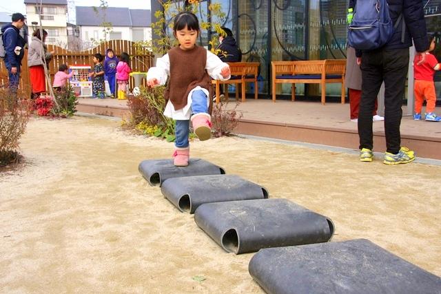 ボーネルンドプレイヴィル安満遺跡公園、ジャンプしながら音を出して遊びます