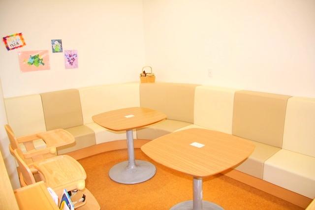 ボーネルンドプレイヴィル安満遺跡公園の赤ちゃん専用コーナー離乳食テーブル席
