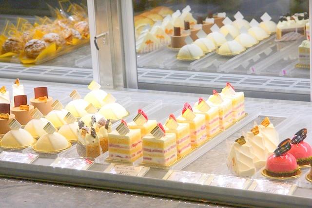 コンフィチュールアッシュに並ぶケーキ
