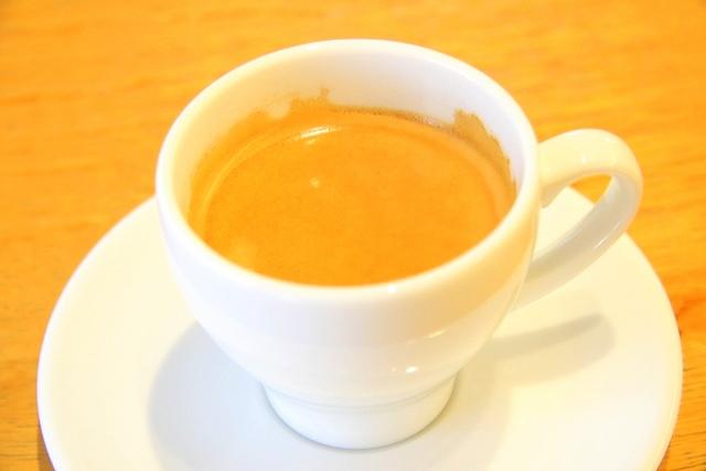 アクアイグニス内、サーラ ビアンキ アル・ケッチァーノのコーヒー