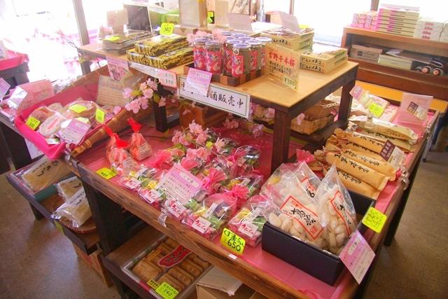 花山山本さんの店内で販売している吉野山のお土産