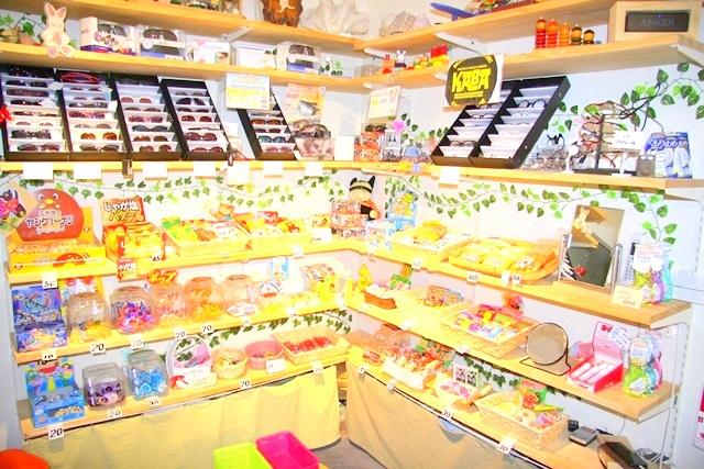 大阪伊勢屋の駄菓子コーナー