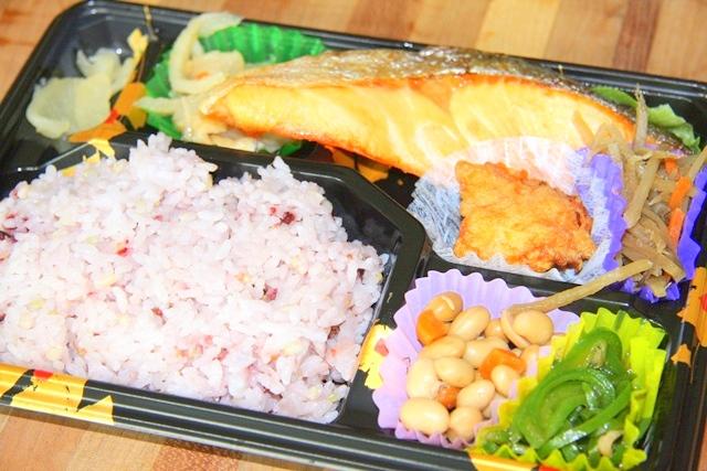 近鉄大阪上本町駅改札前の手作り弁当店、咲菜
