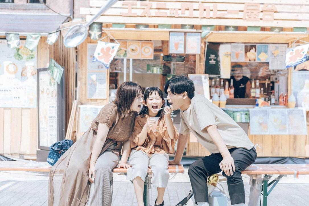 東京や大阪の他、全国対応可能、記念写真を格安でカメラマンに出張撮影依頼できるサービスふぉとる。コンセルジュが撮影シーンや場所に合わせて適切なカメラマンを選択。デート、家族写真、公園、神社、お寺、お宮参り、七五三、成人式などのイベントに。